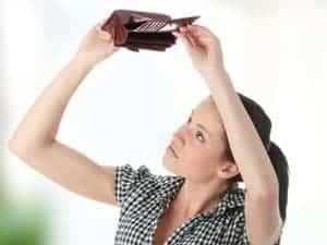 kobieta i puty portfel