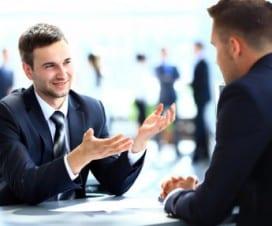 rozmowa dwóch mężczyzn