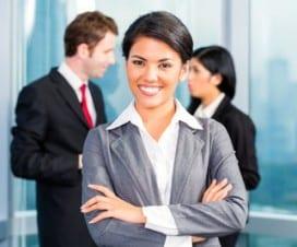 kobieta w uniformie biznesowym