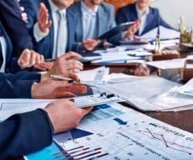 narada biznesowa z dokumentami na stole