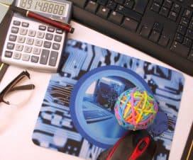 Klawiatura, kalkulator i podkładka pod myszkę