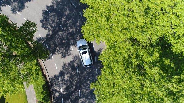 auto na drodze z lotu ptaka
