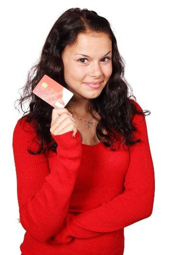 Chwilówki internetowe od 18 lat – jak dostać pieniądze młodzieży?