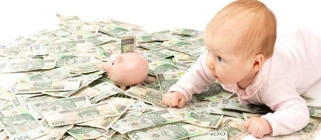 niemowlak i dużo banknotów