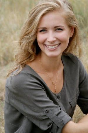 Młoda kobieta w blond włosach