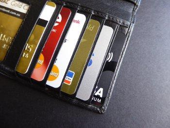 karty kredytowe w portfelu