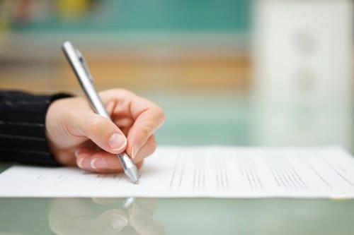 składanie podpisu na dokumencie