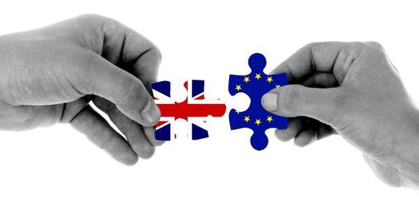 puzzle symbolizujące rozstanie Wielkiej Brytanii i UE